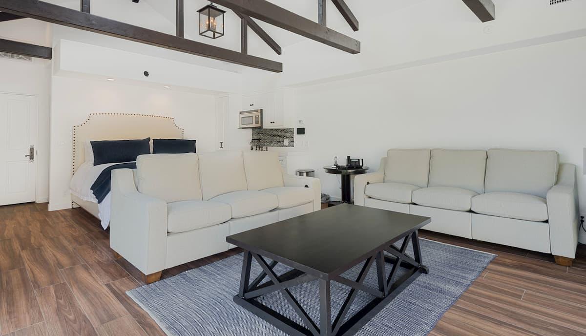 Malibu Guest House 3